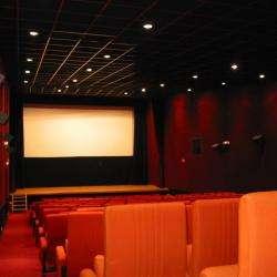 Cinéma CINEMA LE CASTEL - 1 - L'intérieur De La Salle De Cinéma -